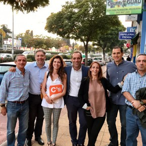 El equipo municipal de distritos visita Churriana para pulsar las necesidades de vecinos y comerciantes