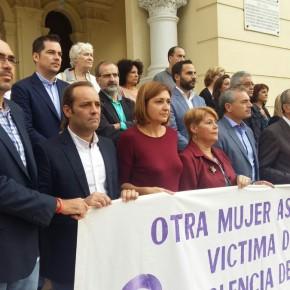 Minuto de silencio en memoria de la mujer asesinada en Granada