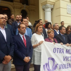 Minuto de silencio por la última víctima de la violencia contra la mujer