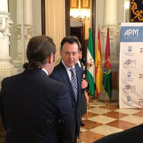Cassá y Carballo, con los galardonados del Premio de Periodismo Ciudad de Málaga