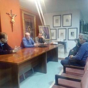 La cofradía de la Salud relata a C's su labor humanitaria en la Trinidad y el Perchel