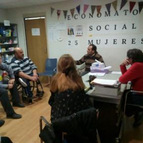 Cassá visita el economato '25 Mujeres' de Palma-Palmilla