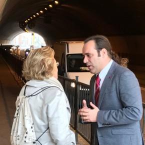 Apoyo unánime a la propuesta de Cs para mejorar ambiental y estéticamente el túnel de la Alcazaba
