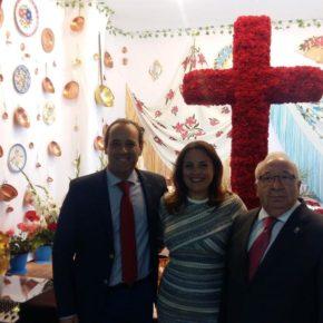 Cassá asiste al estreno de la Cruz de Mayo de la Peña Costa del Sol