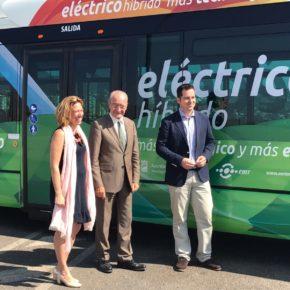 Carballo acude a la presentación de los nuevos autobuses eléctrico-híbridos de la EMT