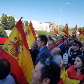Carballo asiste a la concentración en apoyo a los agentes desplazados a Cataluña