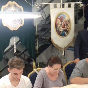 Cassá acude a la presentación del taller de bordados de la Hermandad Nueva Esperanza