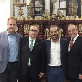 Cassá asiste al homenaje al ex Hermano Mayor de la Hermandad del Descendimiento