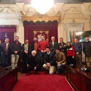 Carballo recibe a la Agrupación Centro de Cs Málaga en su visita al Ayuntamiento