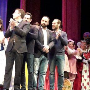 Cassá asiste a la Gala del Carnaval del Mayor en el Teatro Cervantes