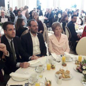 Cassá asiste al desayuno informativo de Fórum Europa con Pablo Atencia