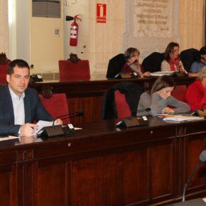 Luz verde a un 'Málaga Byte solidario' y refuerzo del programa de apoyo escolar a menores en exclusión