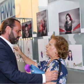 Cassá inaugura la exposición Dolor y Luz sobre fibromialgia