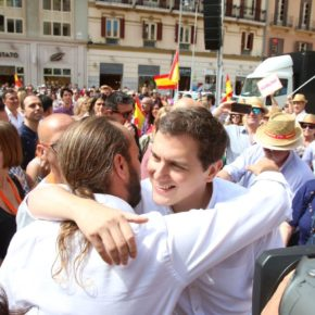 Más de 4.000 personas abarrotan la Plaza de la Constitución de Málaga en el segundo acto de España Ciudadana