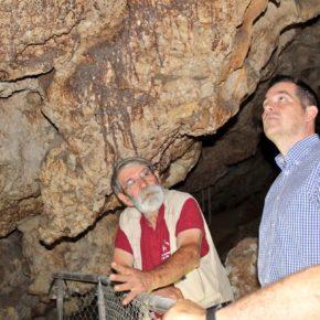 Carballo visita los Yacimientos Arqueológicos de la Araña