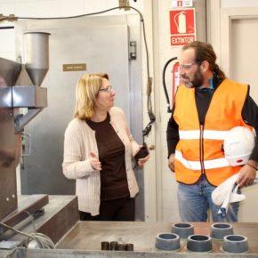 Cassá visita la Fábrica de Cemento de la Araña