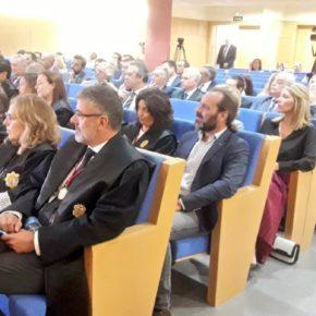 Cassá asiste a la imposición de la Cruz al mérito al decano del Colegio de Abogados de Málaga, Francisco Javier Lara