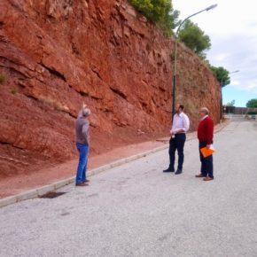 Los vecinos de Cantueso de Cerrado de Calderón exigen medidas de seguridad para evitar desprendimientos junto a sus viviendas