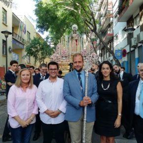 Cs acompaña al Rosario de El Palo en su desfile procesional por el barrio